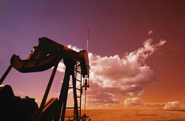 油价上周收低,乐观的美国就业数据未能抵消贸易问题引发的暴跌。(图1)