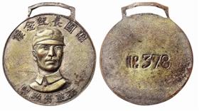 这枚民国时期谢晋元团长戎装半身像纪念章