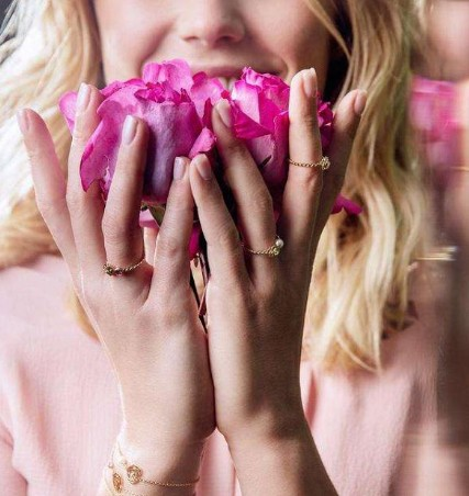 Piaget伯爵Rose系列七夕限量款玫瑰金手链 将浪漫爱语娓娓道来