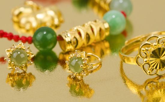 南安一居民家中价值20万的黄金首饰被盗 警方调取监控锁定嫌疑人