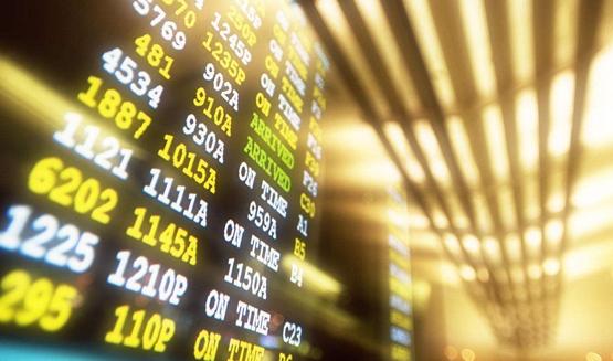 半数A股年内高点以来回撤超三成 152股上半年业绩高增长且低估值