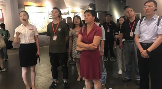 16家媒体记者走进遵义会议会址感受红色文化
