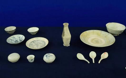 """""""泰兴号""""打捞出的190余件清代中晚期瓷器入藏国博"""