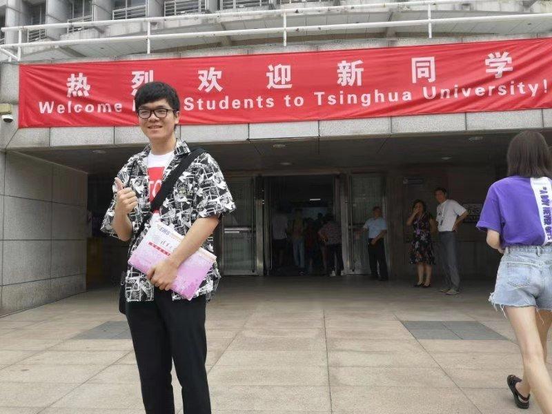 柯洁清华大学报到 还以新生代表身份出席新学年新闻发布会