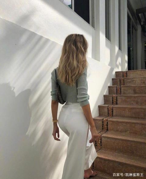 早秋想要穿的飒就pick欧美极简风 基本款一样能穿出街拍范儿