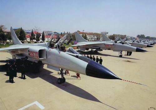 中国空军歼轰-7A战机  是我国第一款多用途战斗机