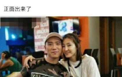 王丽坤被曝闪婚 与老公手牵手走出民政局