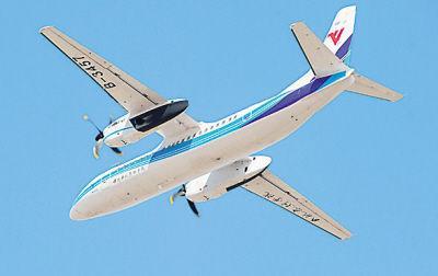 """国产""""新舟""""600飞机 救援老挝遭遇车祸同胞"""