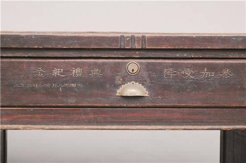 一张九屉办公桌 见证了日本投降中国战区受降典礼