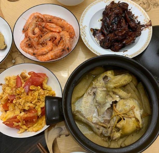 王源晒下厨菜品 番茄炒蛋