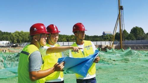 济宁高新区海达会展中心项目目前进入桩基础施工阶段