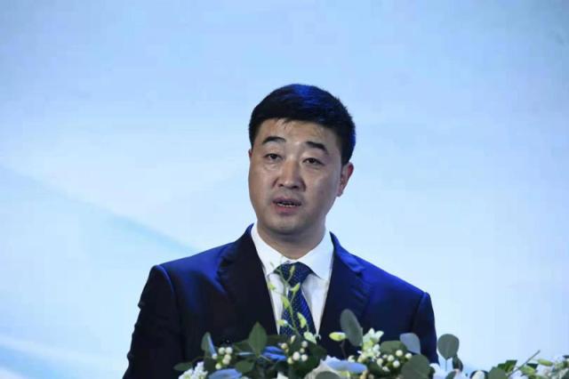 贵阳国际会议展览中心推出了柔和酱香又一个重磅新作:茅台醇·天青雅韵。