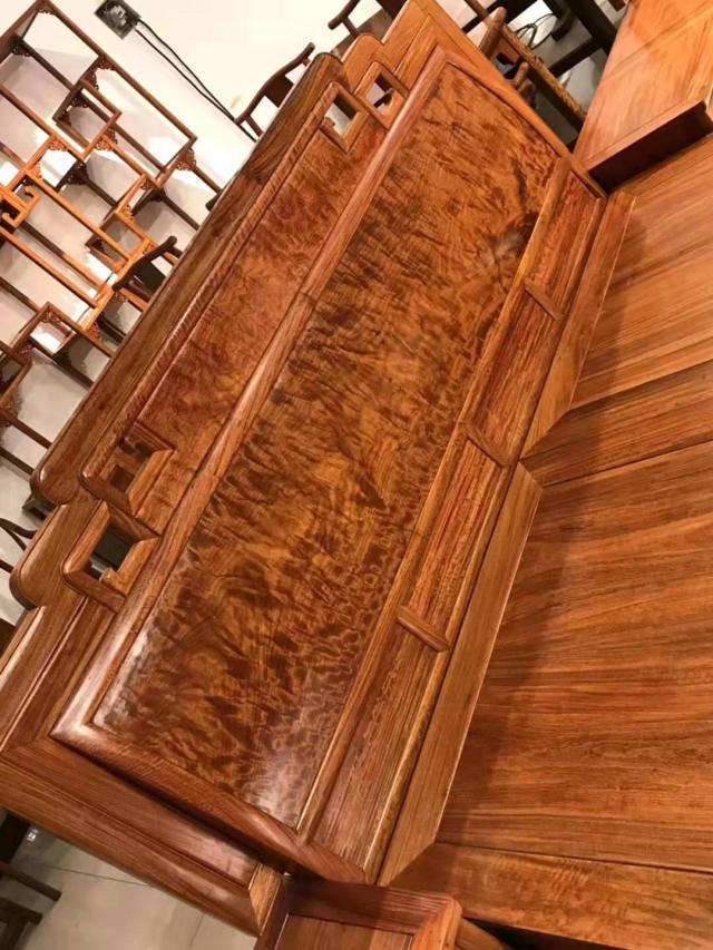 大果紫檀和刺猬紫檀家具哪一种更加值得我们收藏呢?