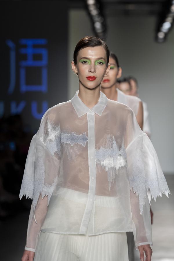 白鹿语亮相2020纽约时装周 再次成功展现优雅潮范