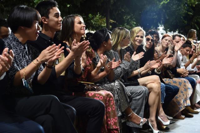 吴磊亮相纽约时装周 即使在众国际巨星中也依然光芒耀眼