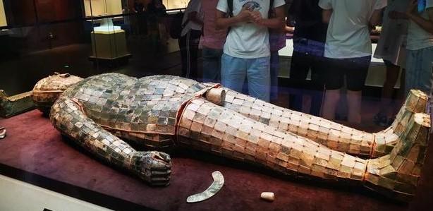 2100多年前西汉中山靖王刘胜和妻子窦绾的墓葬