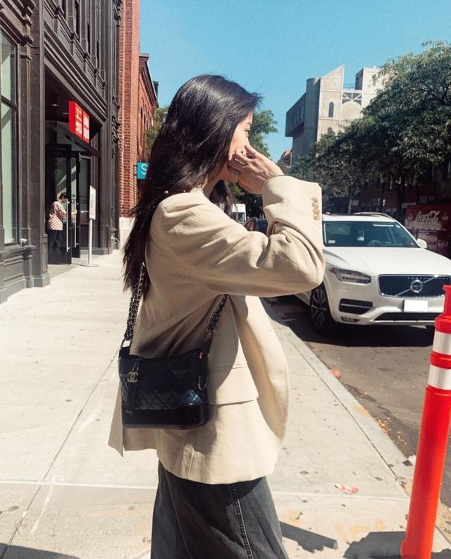 欧阳娜娜开学逛街背香奈儿包包 你心动了吗?