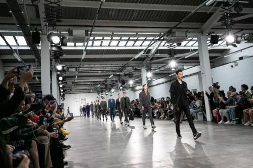 海澜之家携旗下男装品牌AEX亮相四大国际主流男装周之首的2020春夏伦敦男装周