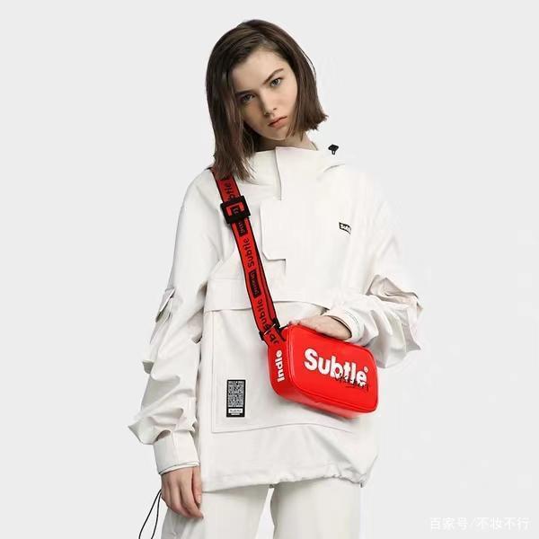 一款包包凹出的街头时尚运动风 你值得拥有