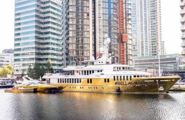 价值1600万英镑的金色超级游艇到底是什么样的?