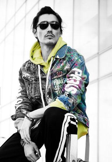 时尚的先行者行走胡兵出席伦敦时装周 多变造型令人耳目一新