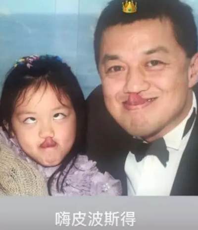 李嫣晒照为李亚鹏庆生 这张合影父女二人相当搞怪