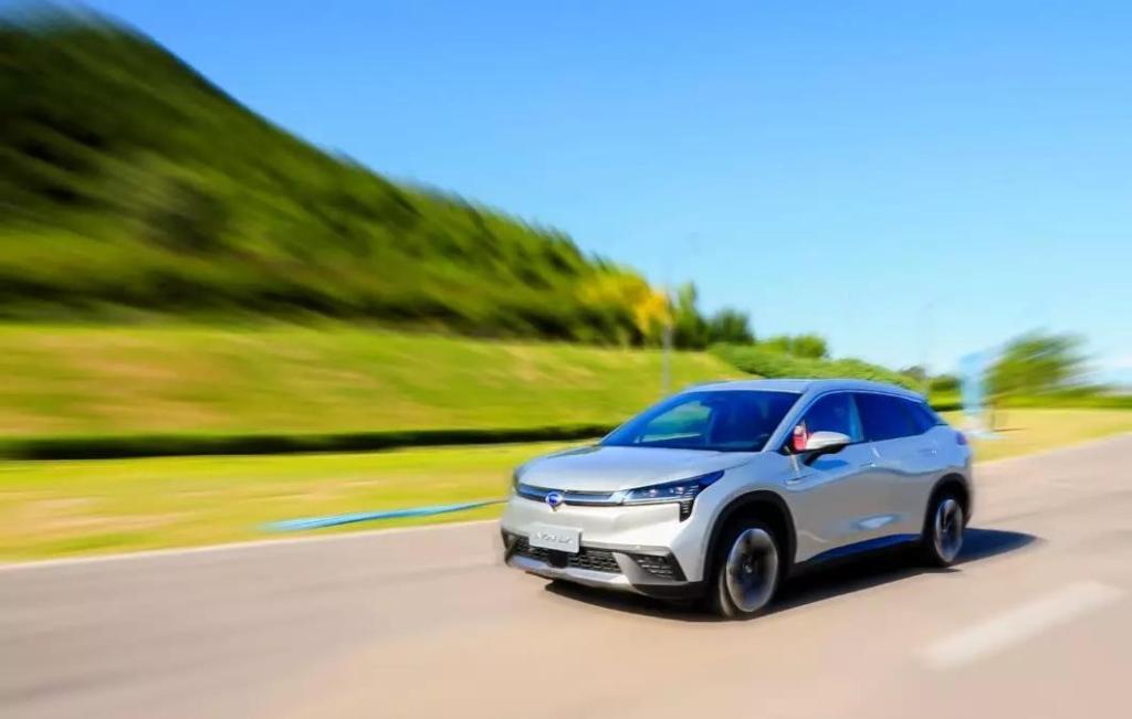号称中国最科技豪华车的Aion LX是广汽新能源基于第二代纯电平台GEP2.0打造的一款中大型SUV