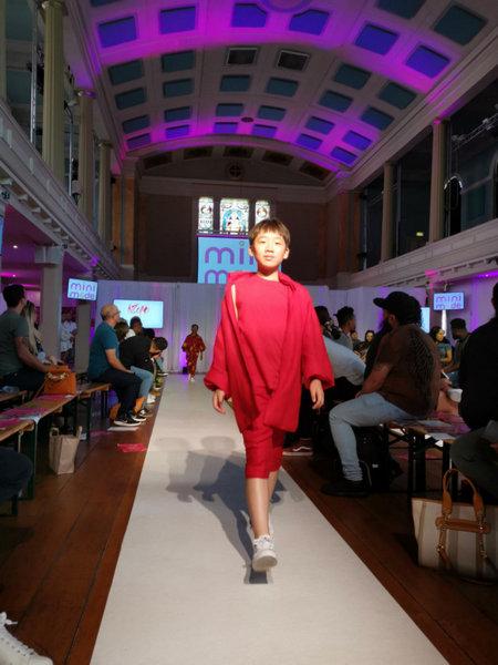 中国童模亮相伦敦少儿时装周 成功跃升为时尚界的翘楚