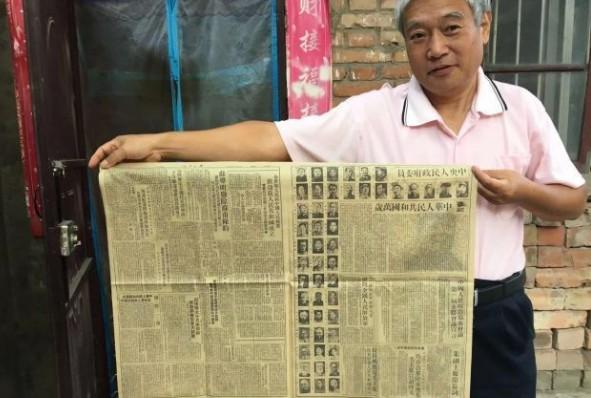 开封雷锋纪念馆馆长收藏数百份《国庆特刊》 见证新中国70年沧桑巨变