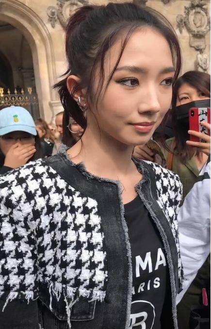 乔欣孟美岐撞衫同款内搭 一件衣服也能穿出不同风格