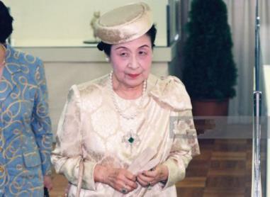 日本皇室罕见的珠宝 红蓝宝石惊艳到你了吗?
