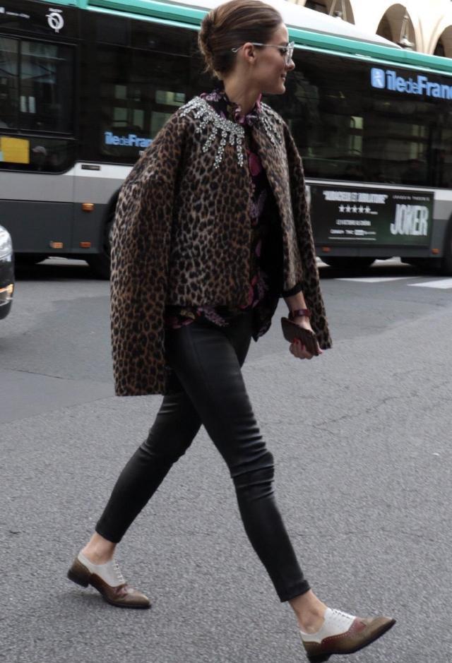 33岁巴勒莫街拍穿搭真酷 一身时尚感的服饰让她在人群中脱颖而出