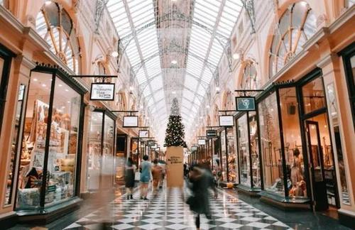 奢侈品市场报告提供了有关企业竞争格局的详细评估