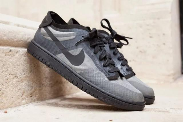 2020春夏巴黎时装周上 COMME des GARONS x Nike Dunk Low的两款配色浮出水面