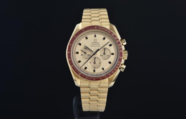 为了庆祝人类首次完成登月壮举 欧米茄特别推出一款超霸腕表
