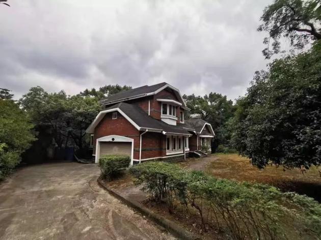 金庸别墅挂牌出售 琼瑶曾在隔壁度假村购置一套房产