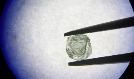 """俄罗斯发现全球首例神奇的""""套娃钻石"""""""
