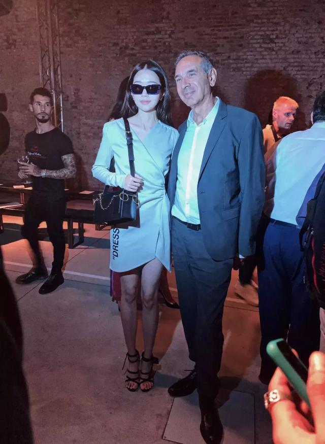 Paris Yin的新一季设计首次在米兰时装周亮相引起很大的关注