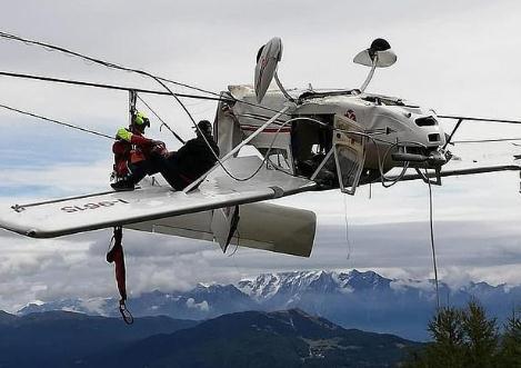 飞机突坠阿尔卑斯山 幸运的是没有完全坠地