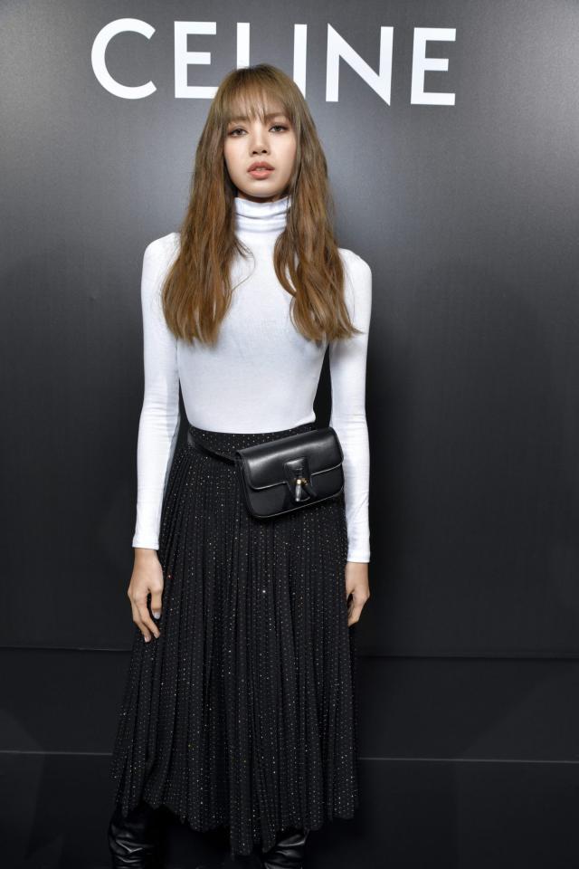 Lisa启程巴黎参加Celine 2020春夏女装秀 轻松率性的姿态相当帅气