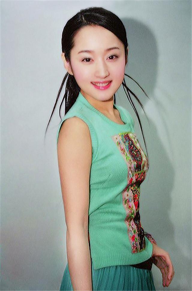 杨钰莹25年前旧照 网友直言比20岁的刘亦菲还美