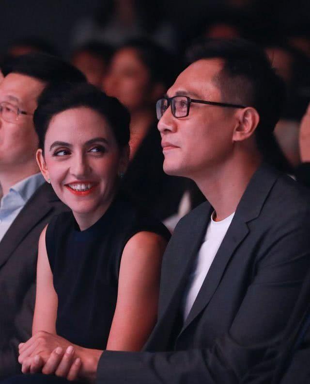 刘烨获妻崇拜脸凝视 真是神仙爱情