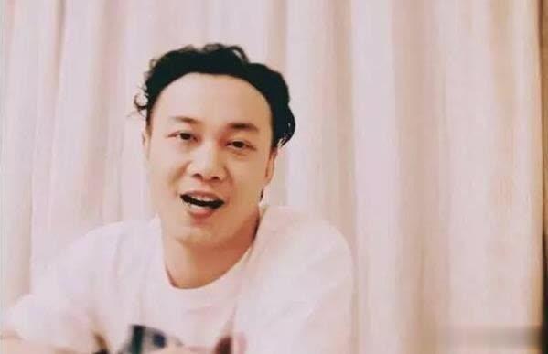 陈奕迅连发微博 暗示演唱会歌单