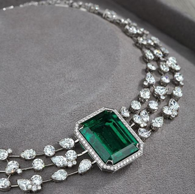 精雕细琢 用华丽的钻石堆砌出另一种奢华