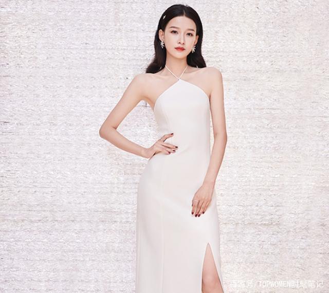 孙怡穿挂脖白裙撞衫超模奚梦瑶 果然气质很重要