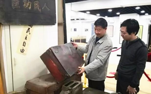 红色收藏专业委员会一行人晋绥边区文物史料馆调研