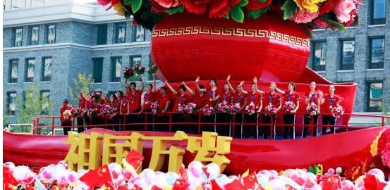 郎平回忆国庆游行 兵哥哥高喊中国女排世界第一
