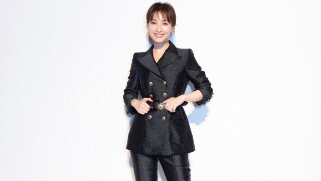 36岁吴昕出席米兰时装周眼前一亮 穿搭风格越来越时尚了!