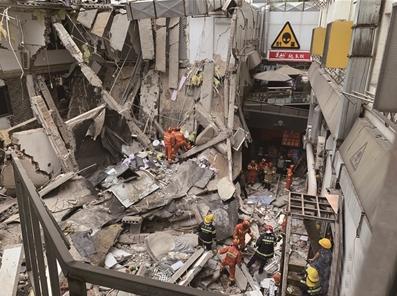 南京建筑墙体坍塌 是未经批准实施装修拆除工程施工