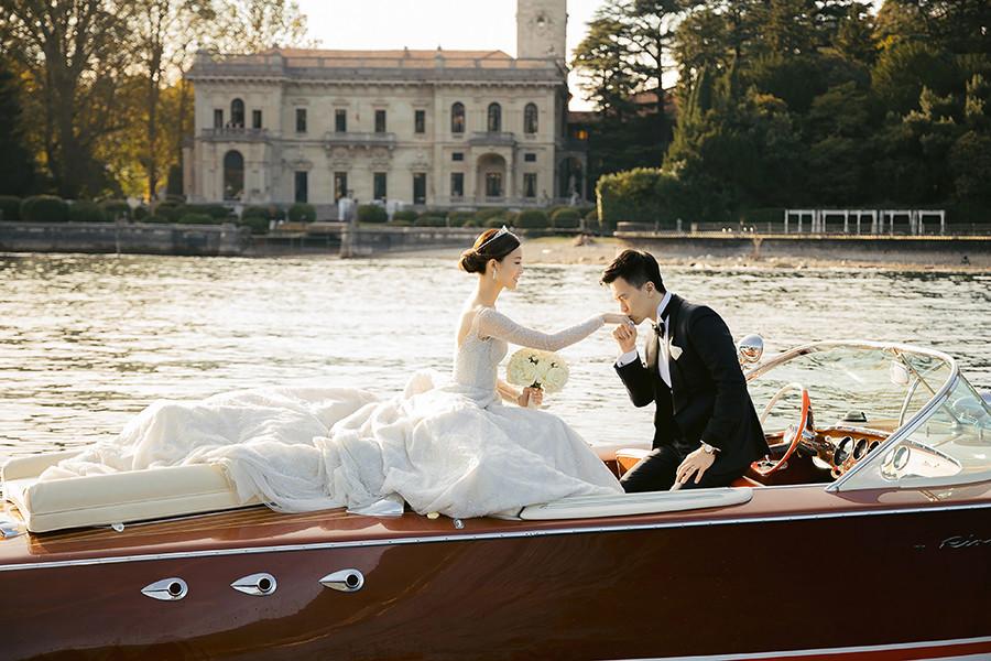 文咏珊婚礼 三米的拖尾水晶刺绣高订婚纱